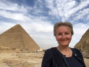 Cristina Teot bei den Pyramiden